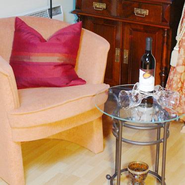 Sessel mit Tisch